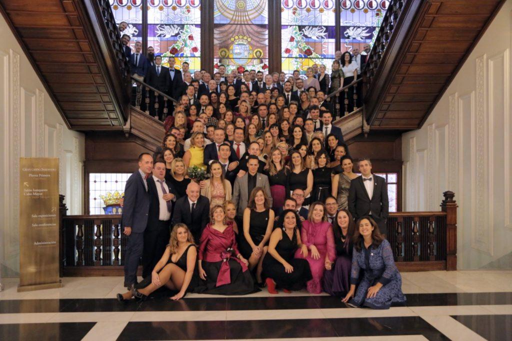 Foto de Foto de grupo con los 100 empleados con mayor antigüedad en